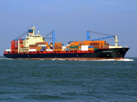 Shipping Methods: RoRo vs. Containers
